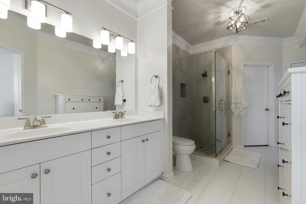 Luxury Primary Bathroom - 505 SUNSET VIEW TER SE #308, LEESBURG