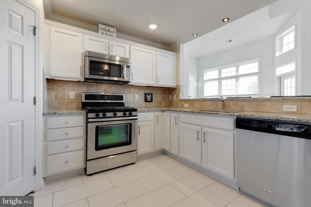 Renovated Kitchen with New Tile - 505 SUNSET VIEW TER SE #308, LEESBURG