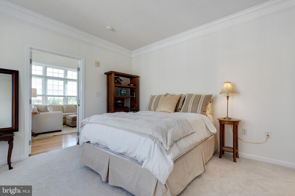 Secondary Bedroom with Walk-in Closet - 505 SUNSET VIEW TER SE #308, LEESBURG