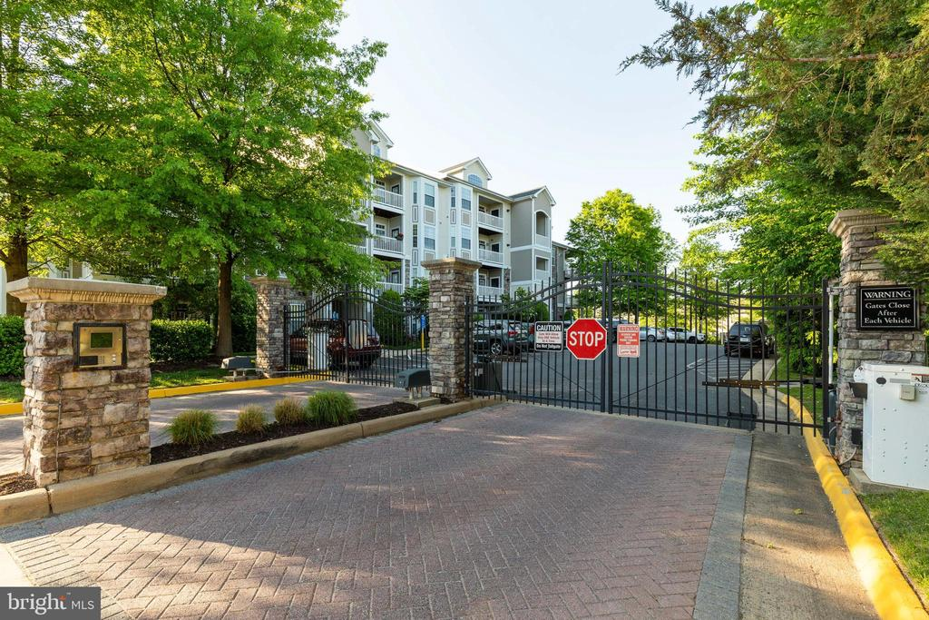 Gated Access - 505 SUNSET VIEW TER SE #308, LEESBURG