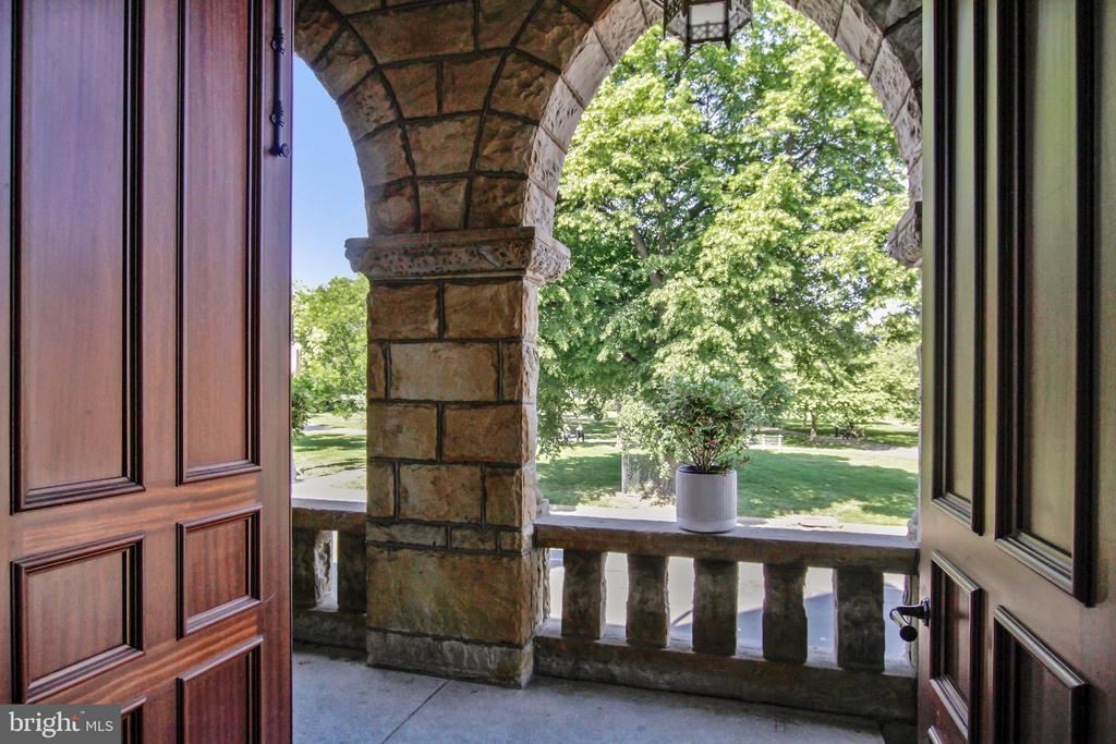 Main Entrance - 609 MARYLAND AVE NE #1, WASHINGTON