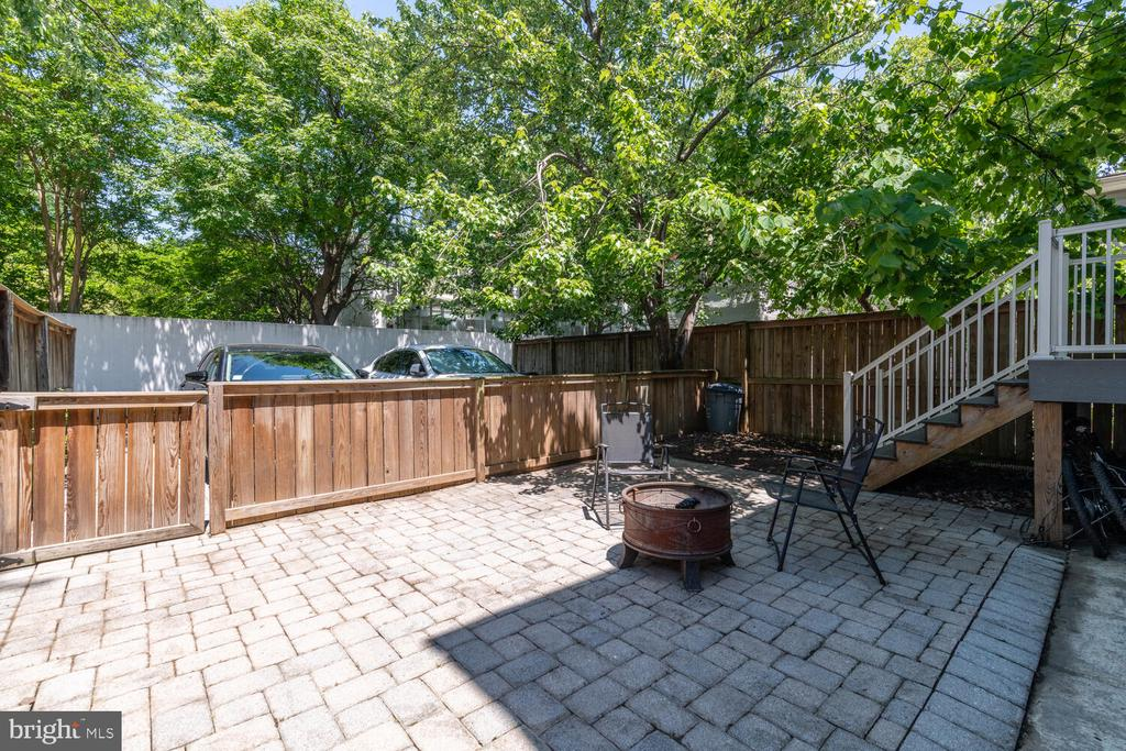 Shared Patio (stairs are rear entry to Unit B) - 1007 QUEEN ST, ALEXANDRIA