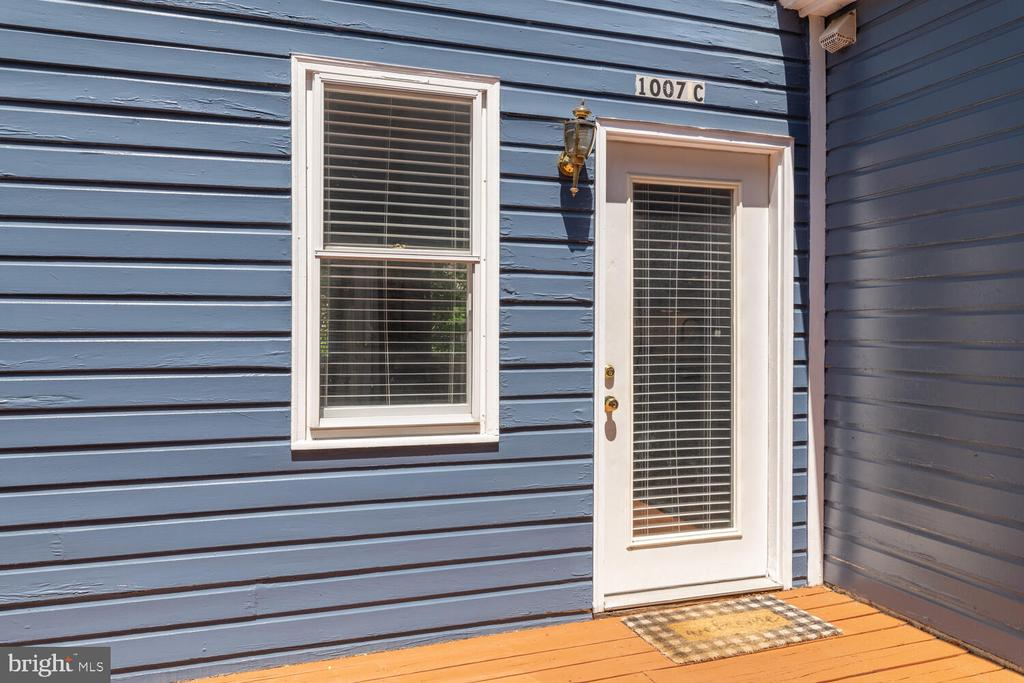 Unit C Entrance (off of deck) - rear access only - 1007 QUEEN ST, ALEXANDRIA