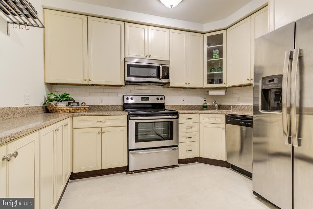 Updated kitchen - 4345 MASSACHUSETTS AVE NW #4345, WASHINGTON