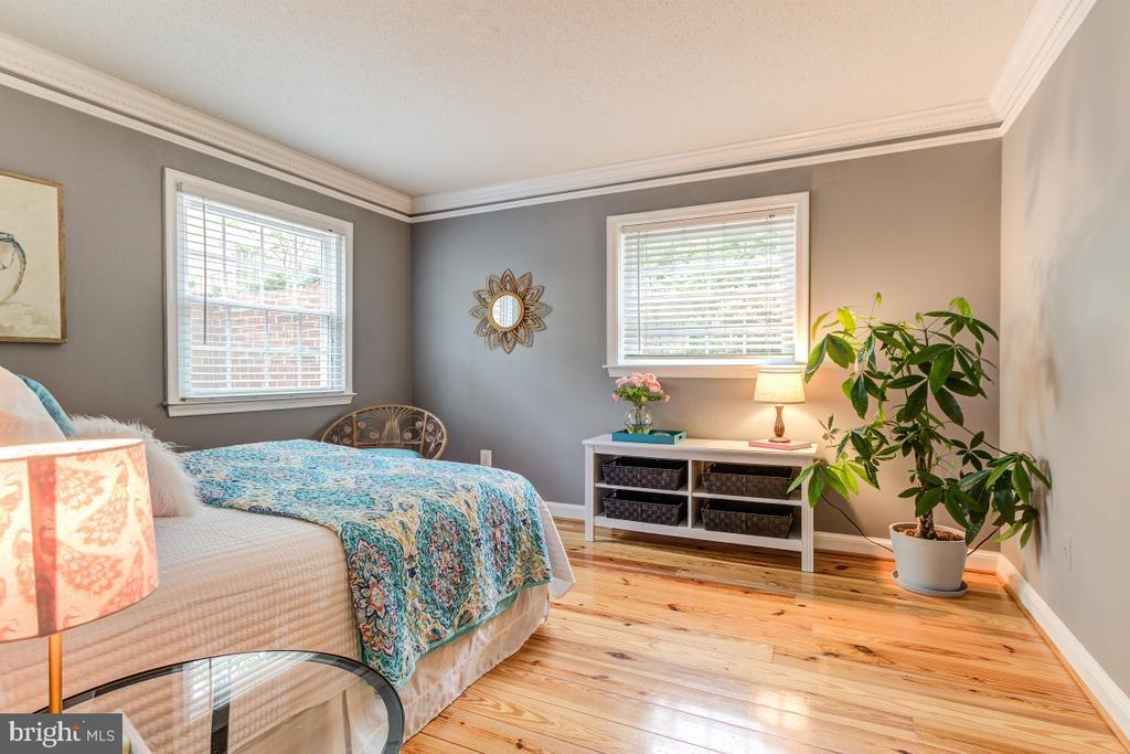 Bedroom 2 - sunlight filled! - 4345 MASSACHUSETTS AVE NW #4345, WASHINGTON