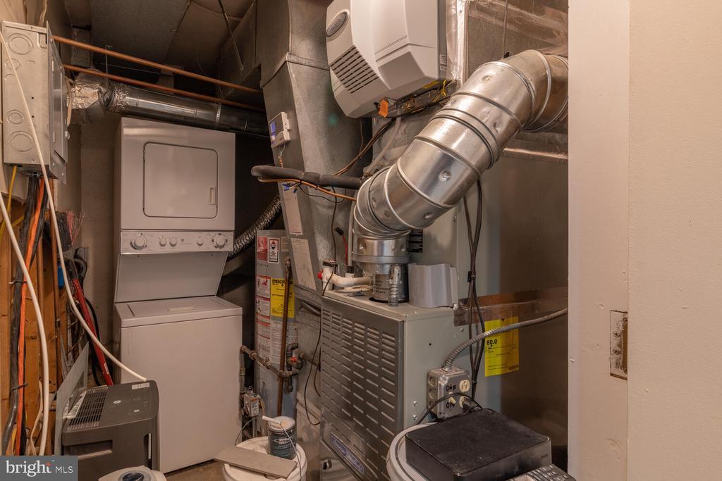 Unit B Washer/Dryer - 1007 QUEEN ST, ALEXANDRIA
