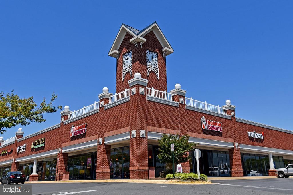 Walk to shopping center - 44118 NATALIE TER #101, ASHBURN