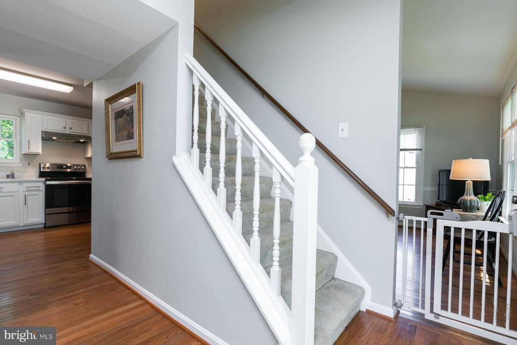 Foyer To Kitchen and Living Room - 5 BARNSWALLOW CT, STERLING