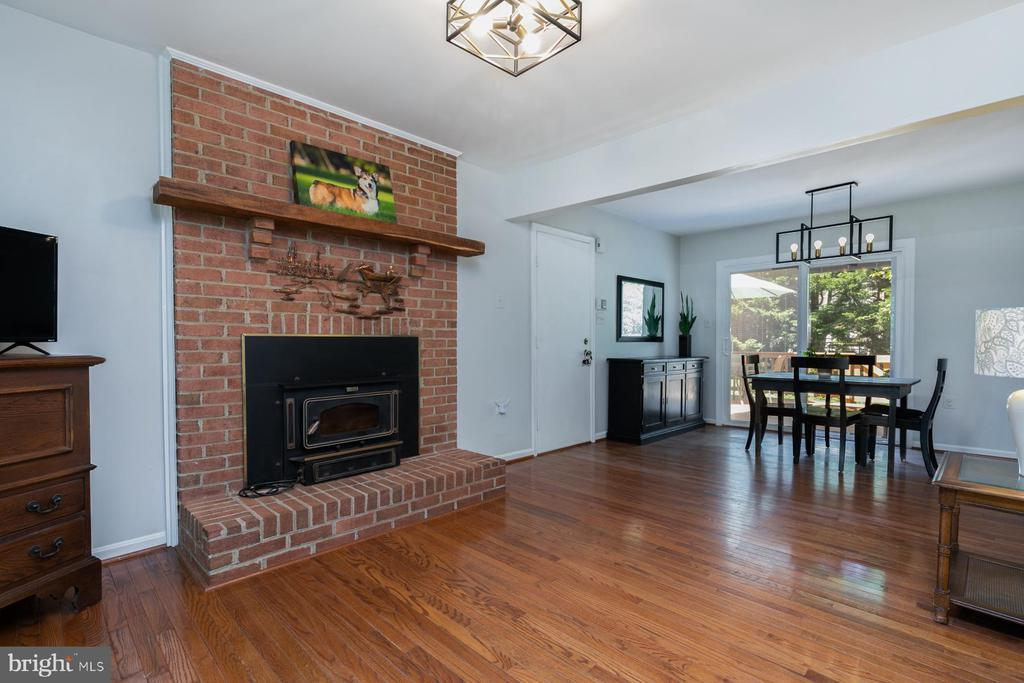 Family Room With Fireplace - 5 BARNSWALLOW CT, STERLING
