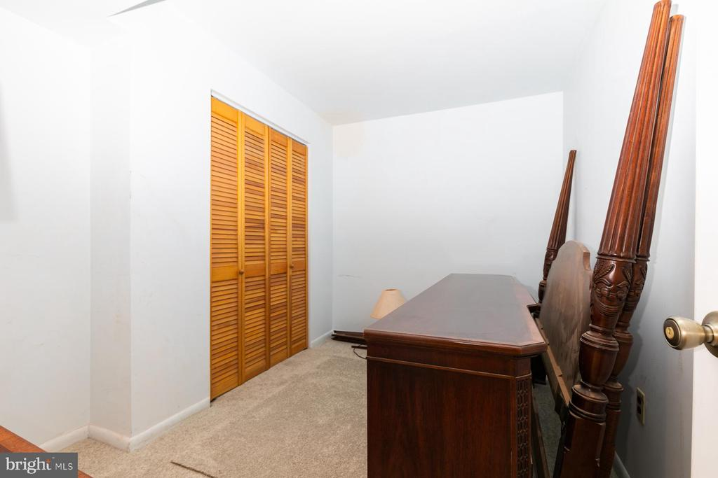 Pic 2 Den in Basement Ideal For An Office - 5 BARNSWALLOW CT, STERLING