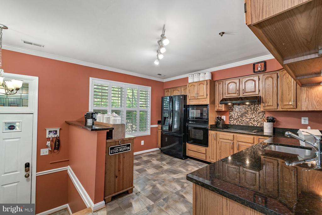 Open Kitchen w/ Granite Countertops - 3054 S GLEBE RD, ARLINGTON