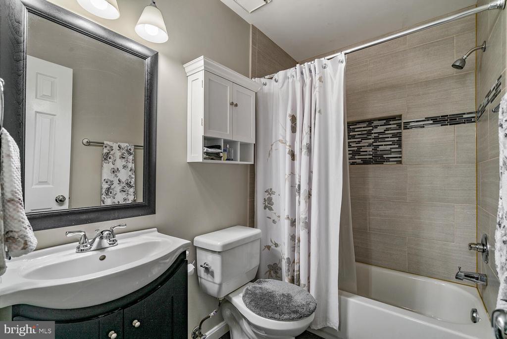 Bedroom #1 w/  en suite bath - 3054 S GLEBE RD, ARLINGTON