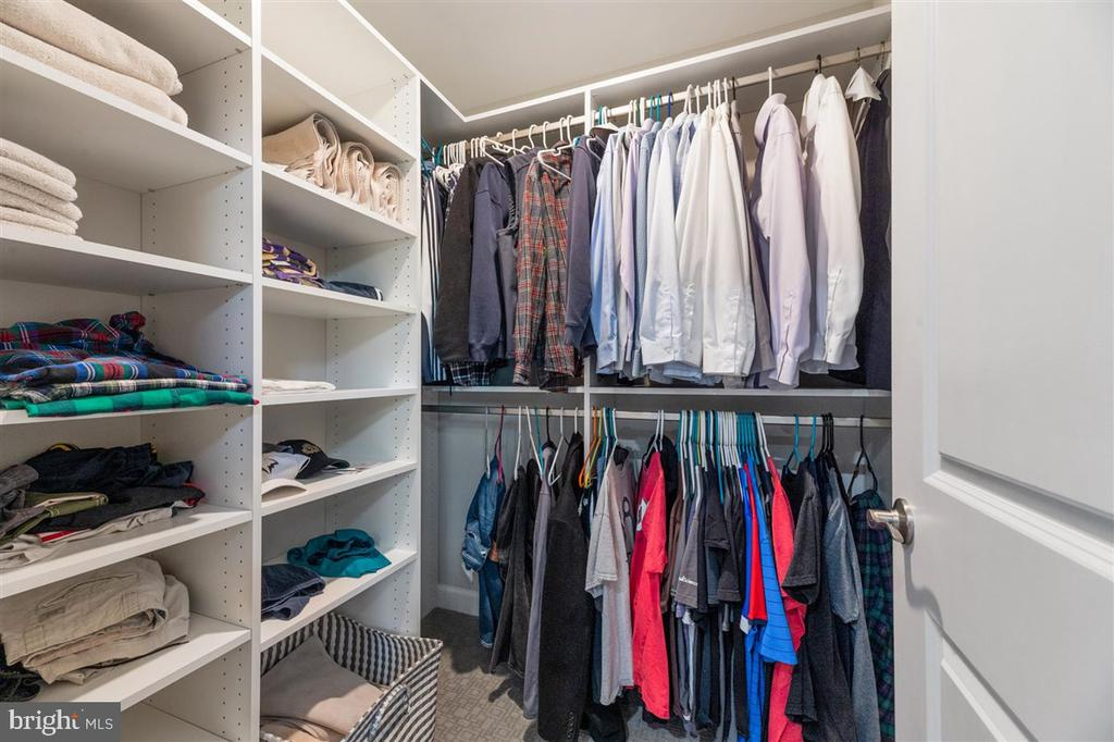 Walk in closet (1) - 1800 BLUE MARBLE TER SE, LEESBURG