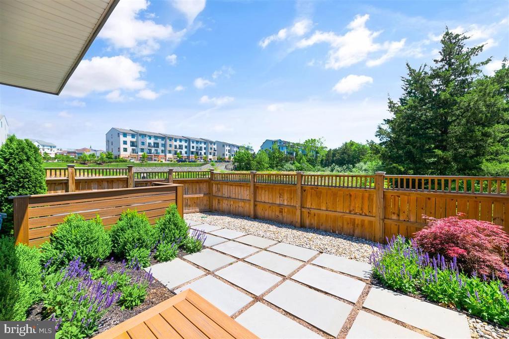 fenced in yard - 1800 BLUE MARBLE TER SE, LEESBURG