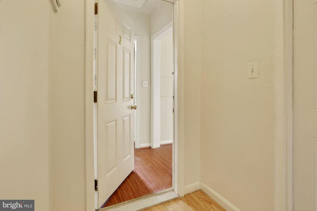 Studio Apartment - 5 BARNEY CIR SE, WASHINGTON