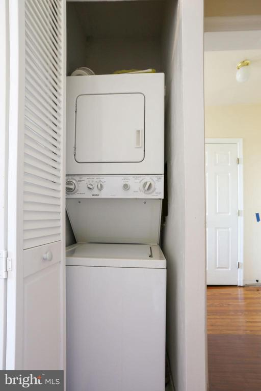Studio Washer-Dryer - 5 BARNEY CIR SE, WASHINGTON