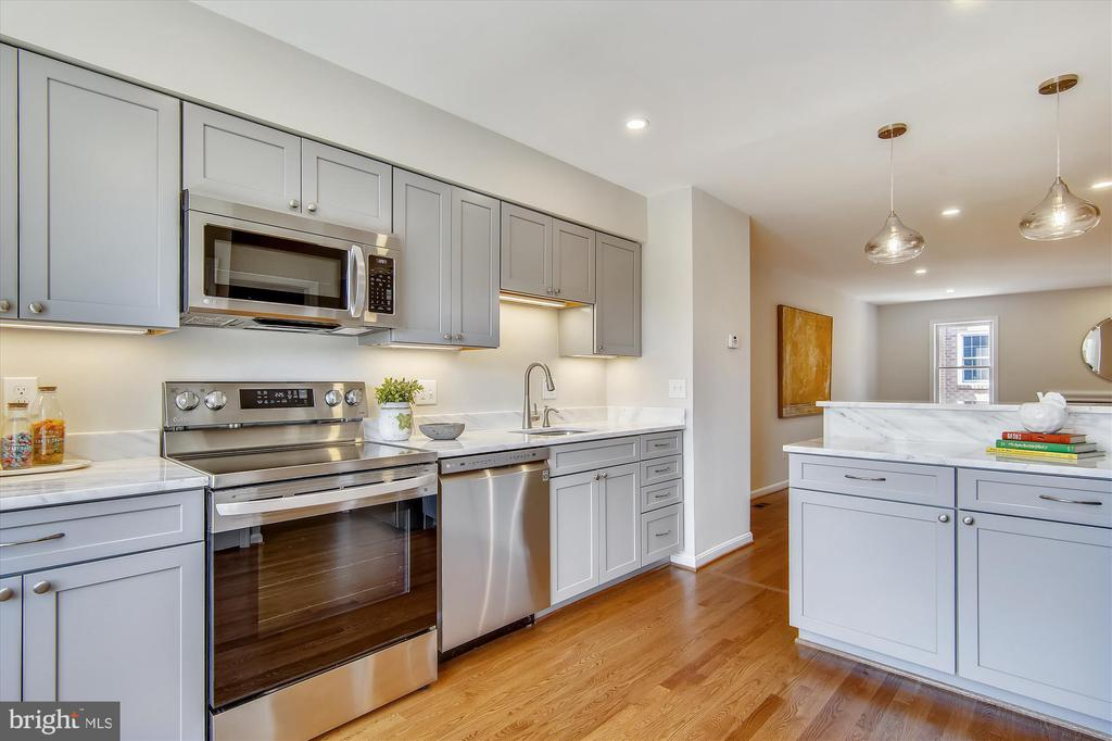 Kitchen Opens to Dining Room & Living Room - 1186 N VERMONT ST, ARLINGTON