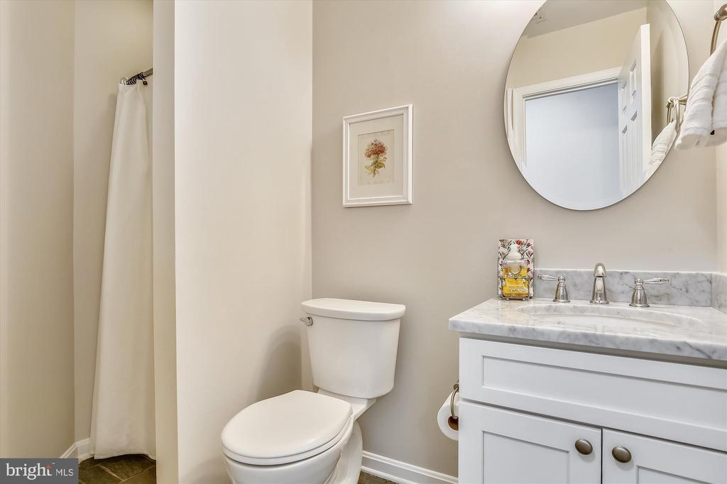 Entry Level - Full Bath #3 with Shower - 1186 N VERMONT ST, ARLINGTON