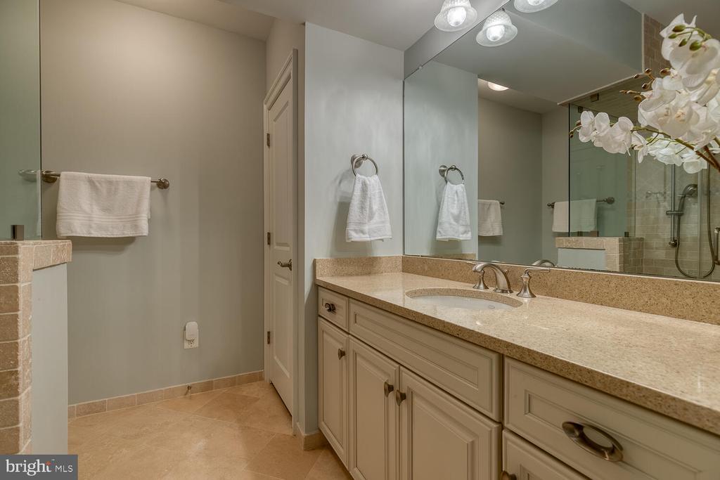 5th full bath. - 42091 NOLEN CT, LEESBURG