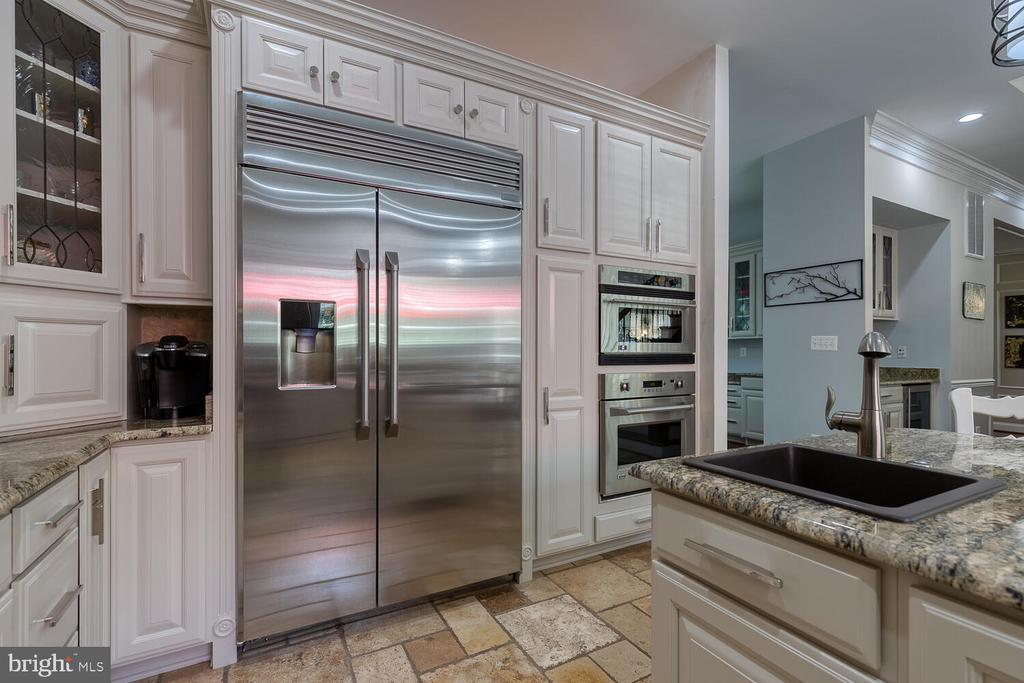 Kitchen with prep sink - 42091 NOLEN CT, LEESBURG