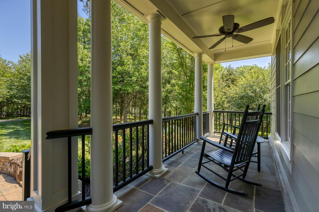 Front porch with slate pavers - 42091 NOLEN CT, LEESBURG