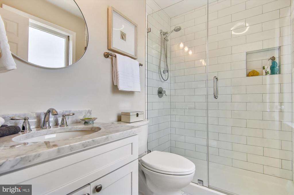 Top Floor - Primary Full Bath - 1186 N VERMONT ST, ARLINGTON