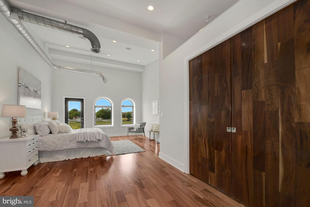 Light- Filled and Spacious Owner's Suite - 2419 1ST ST NW #2, WASHINGTON