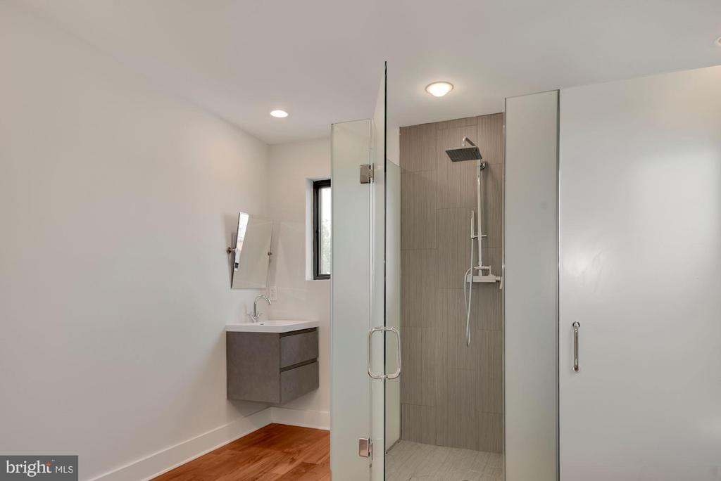Bathroom - 2419 1ST ST NW #2, WASHINGTON
