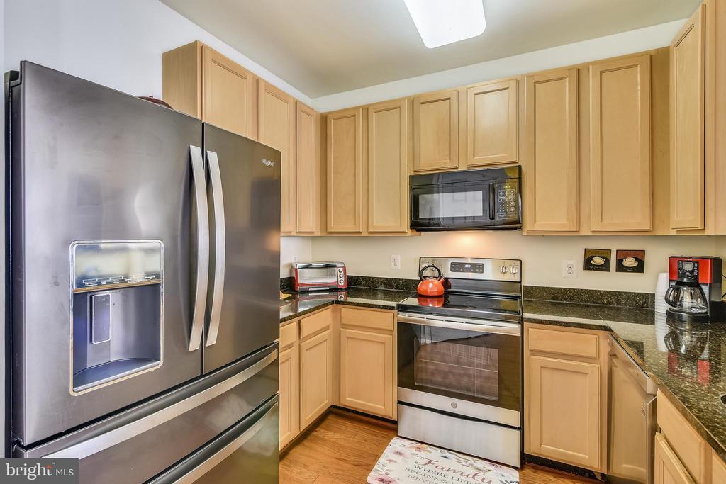 SS Appliances & Granite Counter Tops - 22725 THIMBLEBERRY SQ #203, BRAMBLETON