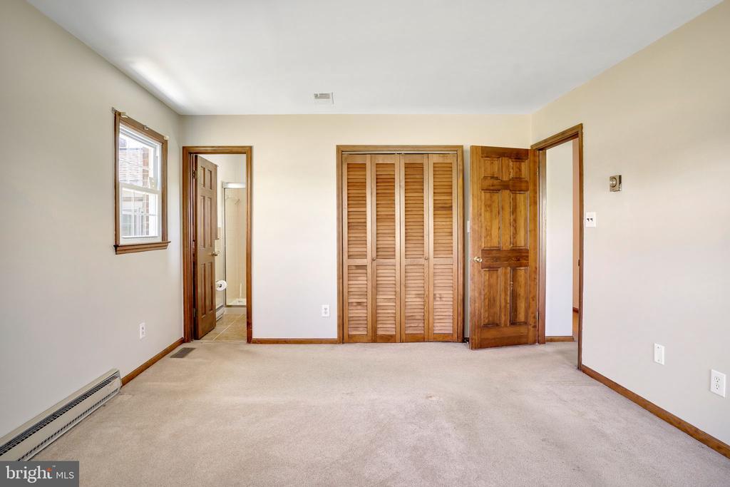 MASTER BEDROOM - 38152 NIXON RD, HILLSBORO
