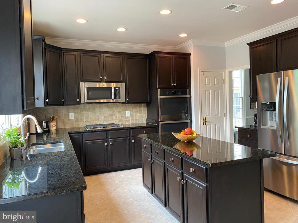 Gourmet Kitchen Double Wall Oven  Stainless Pkg - 20343 FISHERS ISLAND CT, ASHBURN