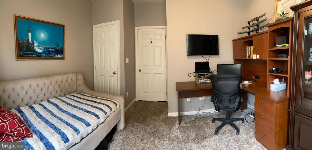 Main Level Bedroom  or office - 20343 FISHERS ISLAND CT, ASHBURN