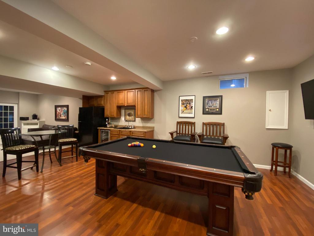 Wetbar and Pool table - 20343 FISHERS ISLAND CT, ASHBURN