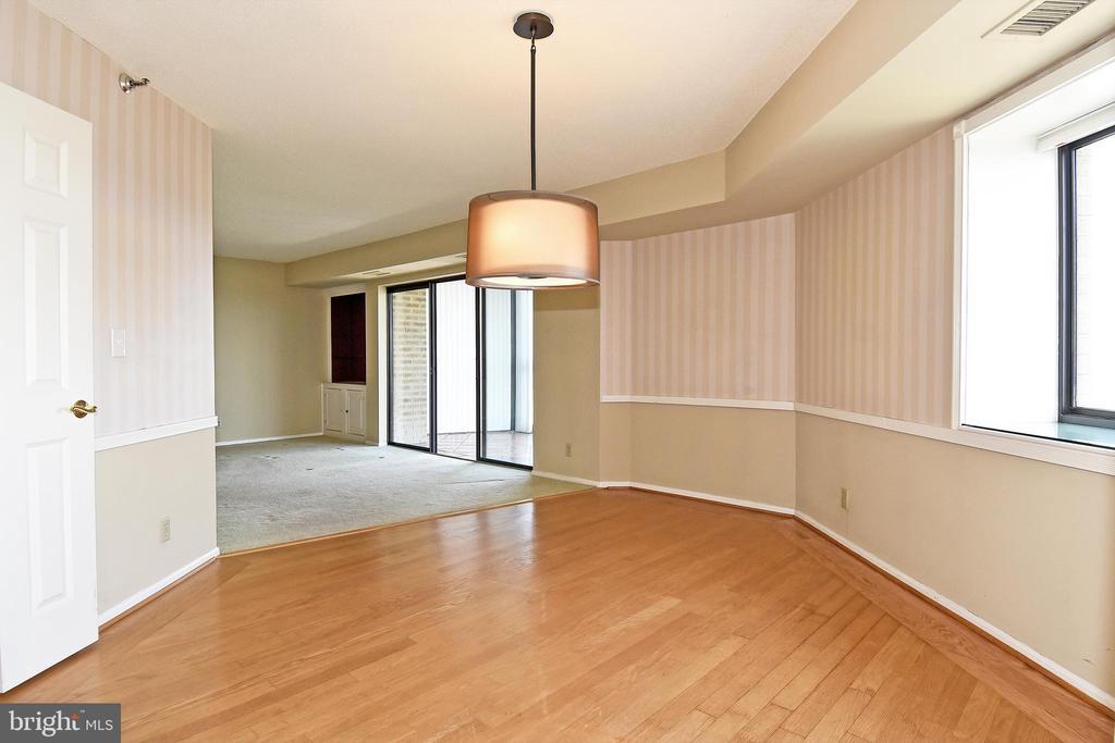 Hardwoods in the Dining Room - 900 N STAFFORD ST #2531, ARLINGTON