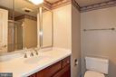 Hall Bath - 900 N STAFFORD ST #2531, ARLINGTON