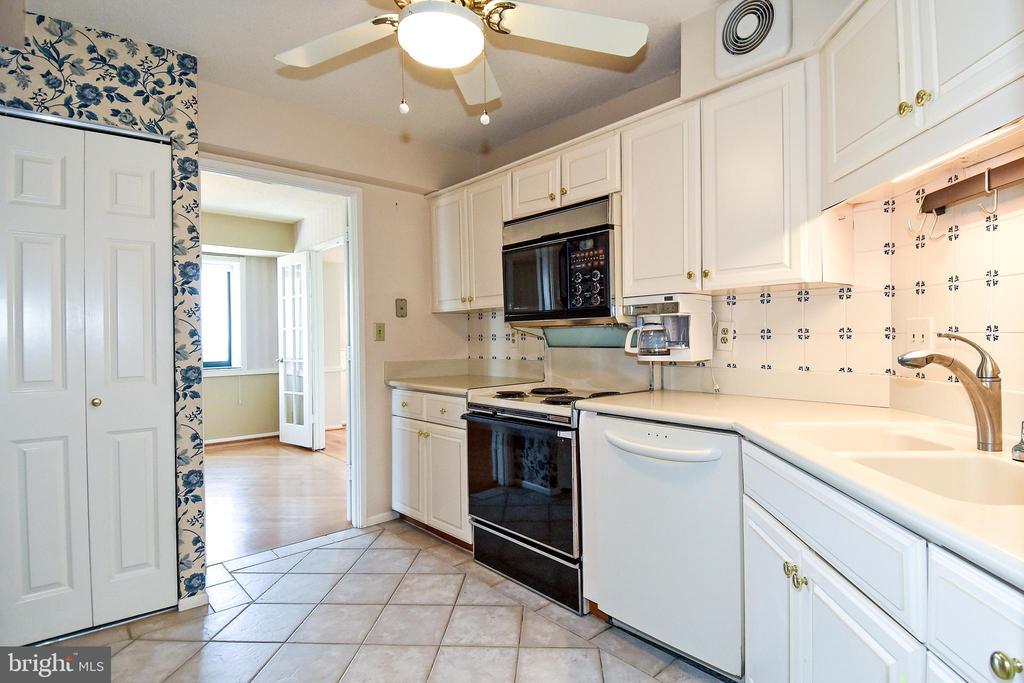 See the pantry? - 900 N STAFFORD ST #2531, ARLINGTON