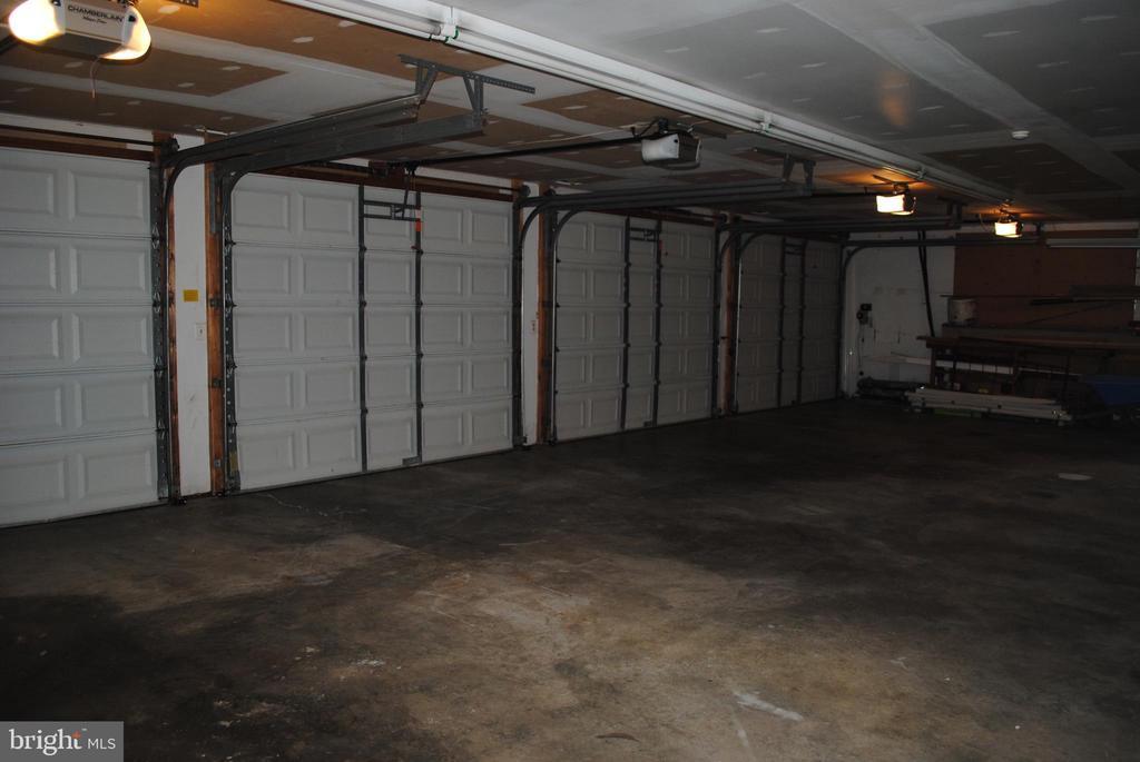 4 car plus garage - 8250 OLD COLUMBIA RD, FULTON
