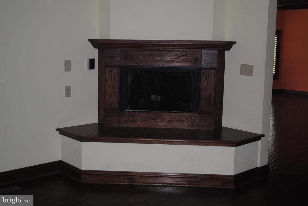Fireplace in main house kitchen - 8250 OLD COLUMBIA RD, FULTON