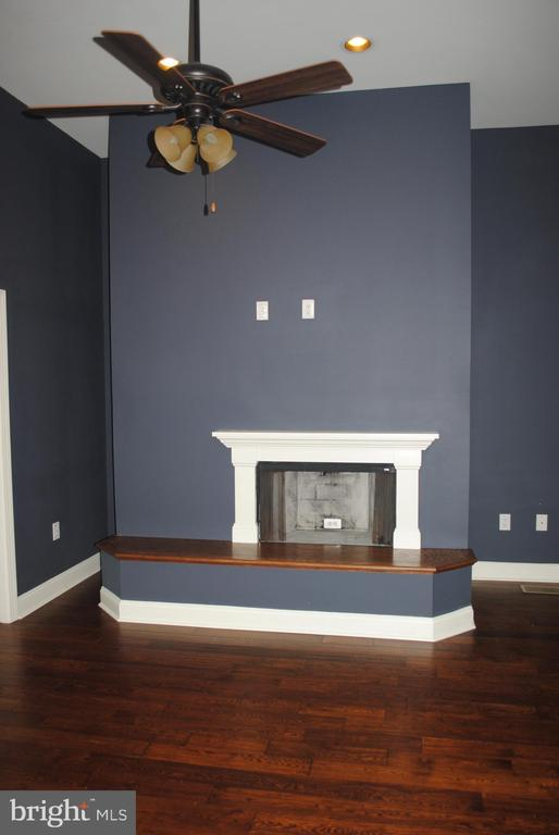 Upper Level Bedroom w/ Fireplace - 8250 OLD COLUMBIA RD, FULTON
