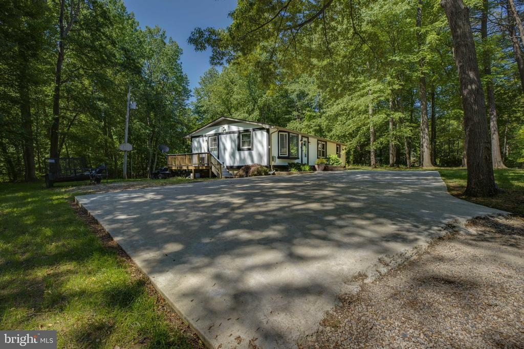 Fits several vehicles on pad and more in driveway - 7287 TOKEN VALLEY RD, MANASSAS