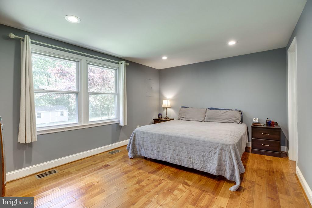 Primary Suite fits King size bed - 7287 TOKEN VALLEY RD, MANASSAS