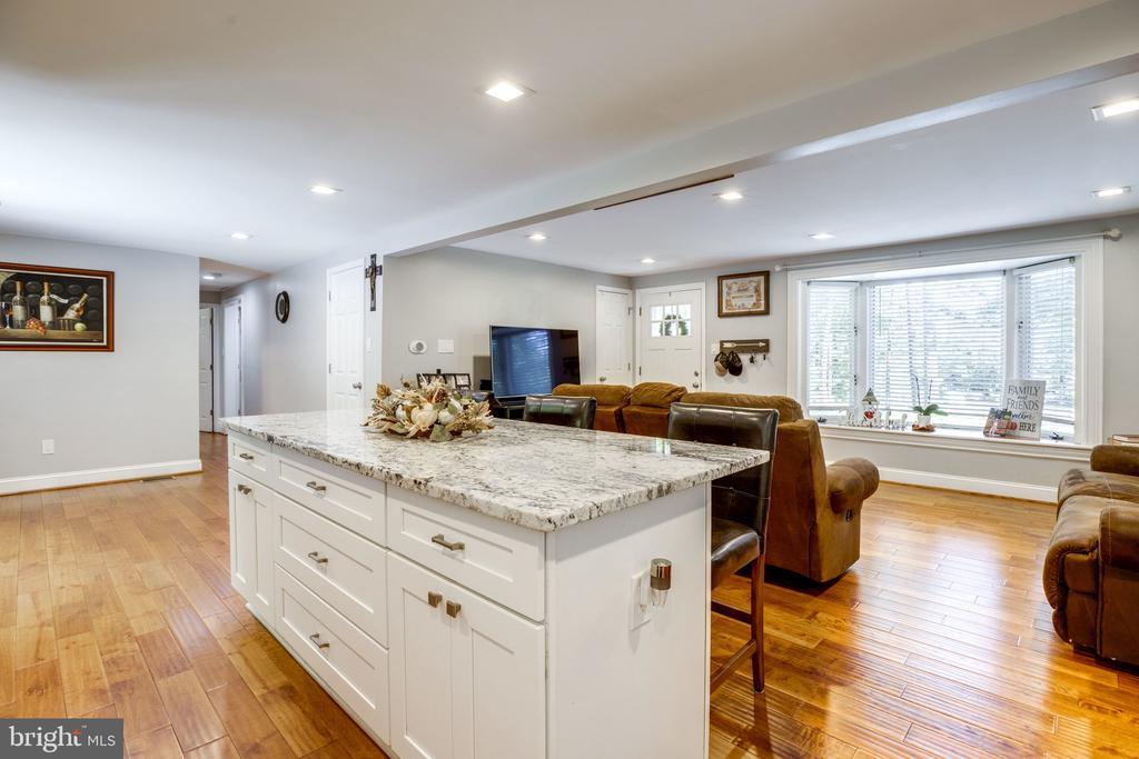 Open concept floor plan - 7287 TOKEN VALLEY RD, MANASSAS