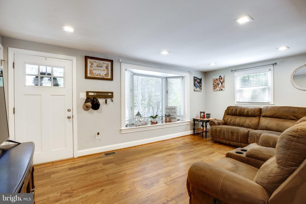 Entry way / living room - 7287 TOKEN VALLEY RD, MANASSAS