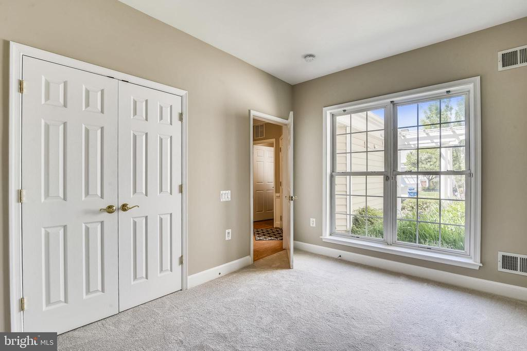 Bedroom 2 w/Sizable Closet & Newly Carpeted Floor - 44484 MALTESE FALCON SQ, ASHBURN