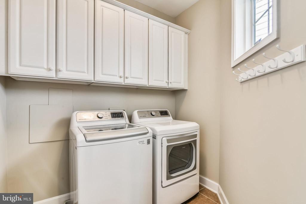 Laundry Room With Storage Cabinets & Window - 44484 MALTESE FALCON SQ, ASHBURN