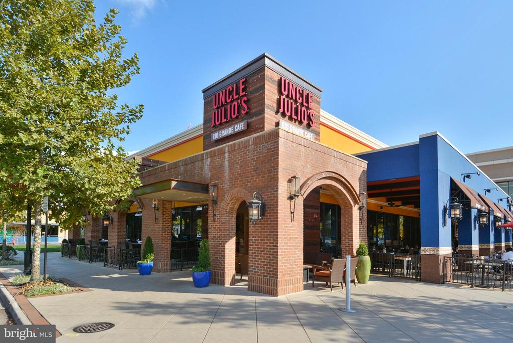 One Loudoun Shopping & Restaurants - 44484 MALTESE FALCON SQ, ASHBURN