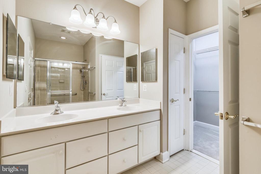 Primary Bathroom With Double Vanity & Tile Floor - 44484 MALTESE FALCON SQ, ASHBURN