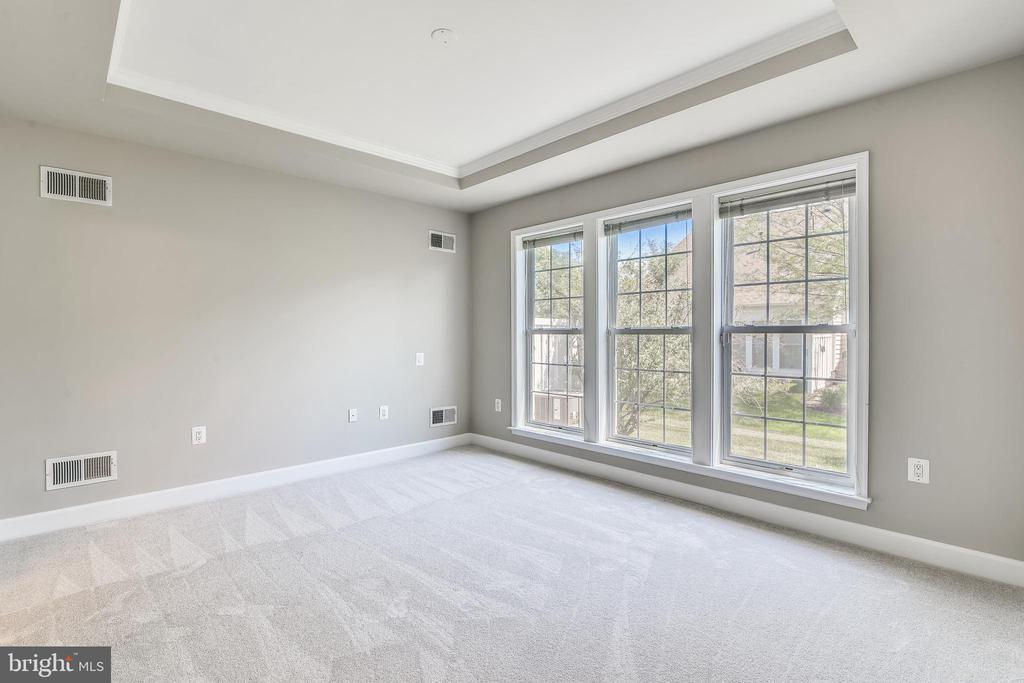 Primary Bedroom With Pre-Wiring For Ceiling Fan - 44484 MALTESE FALCON SQ, ASHBURN
