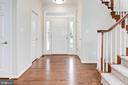 Spacious foyer; two coat closets - 42918 PARK BROOKE CT, BROADLANDS