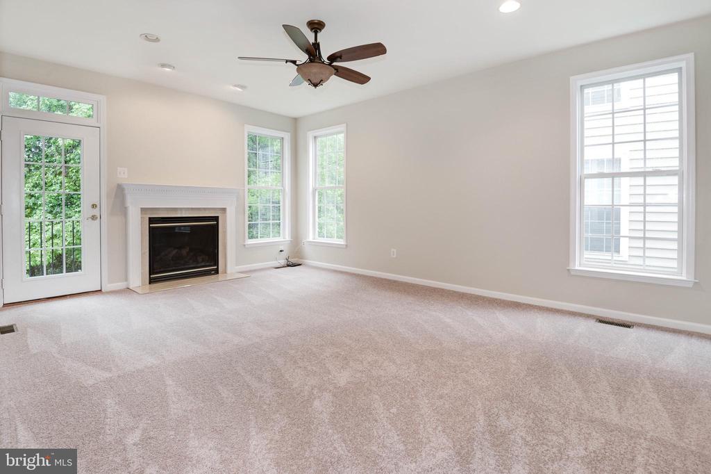 Family area w/gas fireplace - 42918 PARK BROOKE CT, BROADLANDS